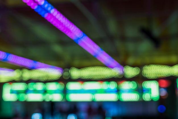 Anordnung mit bunten lichtern am funfair Kostenlose Fotos