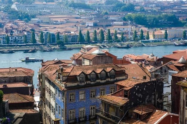 Ansicht der porto-stadt am sommertag Premium Fotos