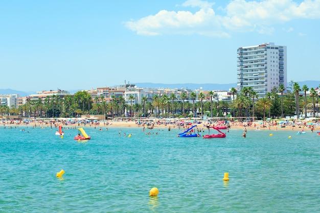 Ansicht des llevant strandes in salou, spanien. Premium Fotos