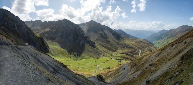 Ansicht von col du tourmalet in pyrenäen-bergen Premium Fotos