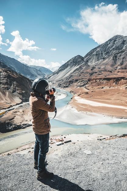Ansicht von flüssen indus und zanskar in leh ladakh, indien Premium Fotos