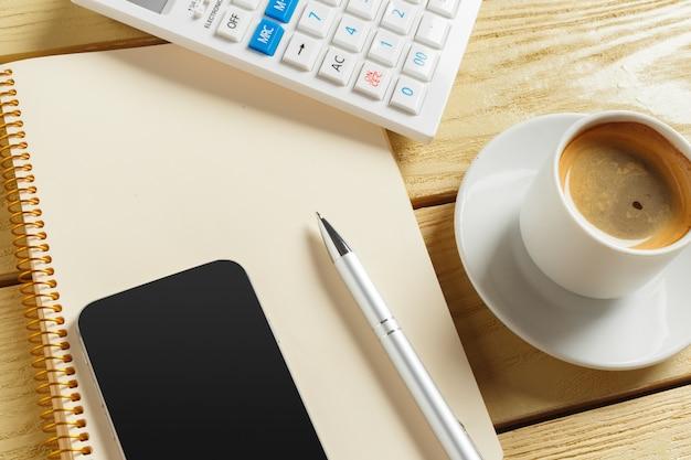 Ansicht von oben. kaffeetasse mit kaffee Premium Fotos