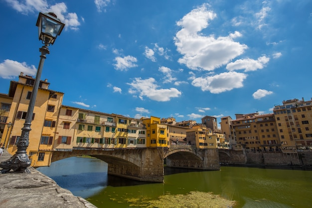 Ansicht von ponte vecchio in florenz (firenze), toskana, italien. Premium Fotos