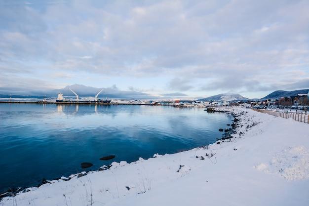 Ansicht von schönem ushuaia im winter. Premium Fotos
