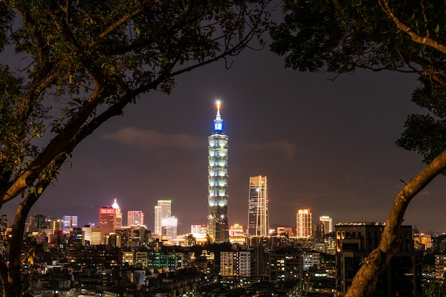 Ansicht von taipei city nach sonnenuntergang, taiwan Premium Fotos