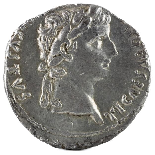Antike römische silberdenar-münze von kaiser tiberius. Premium Fotos