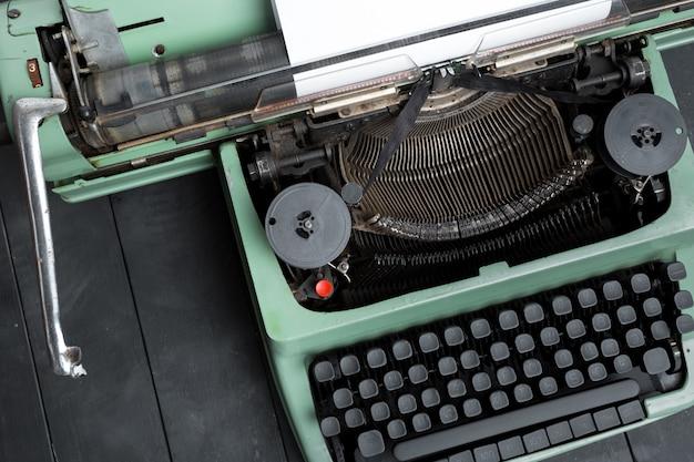 Antike schreibmaschine. vintage schreibmaschine Premium Fotos