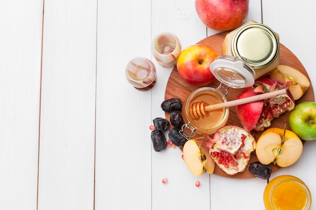 Apfel und honig, traditionelles essen des jüdischen neujahrs Premium Fotos