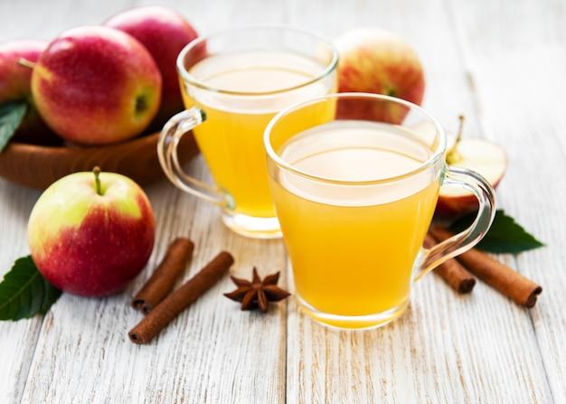 Apfelwein mit zimtstangen Premium Fotos