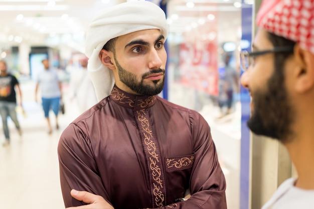 Araber reden aus Premium Fotos