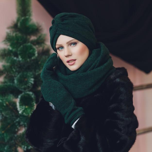 Arabische dame mit wollmütze Premium Fotos