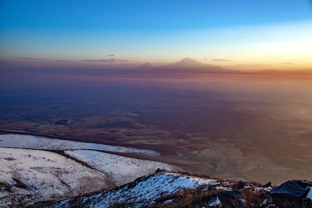 Ararat berg am sonnenuntergang in armenien Premium Fotos