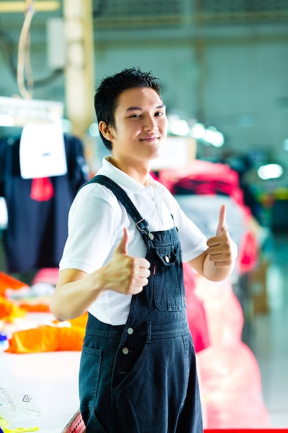 Arbeitskraft in einer chinesischen kleiderfabrik Premium Fotos