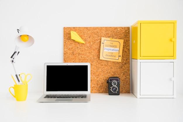 Arbeitsplatz für ultimative inspiration in der deadline Kostenlose Fotos