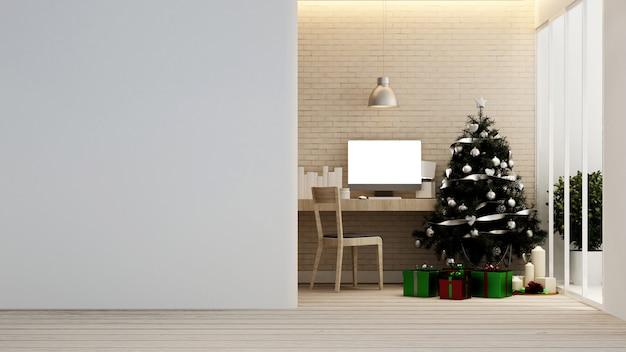 Arbeitsplatz mit weihnachtsbaum und geschenkbox zu hause oder in der wohnung Premium Fotos