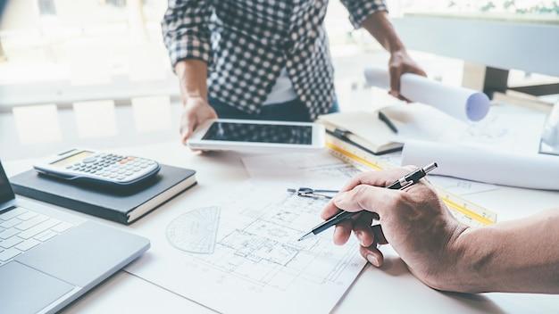 Architect engineer design arbeiten am blueprint-planungskonzept Premium Fotos