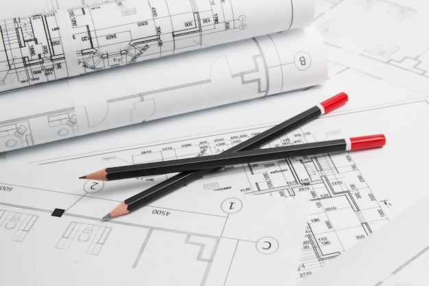 Architekturplan. technische hauszeichnungen, bleistifte und pläne. Premium Fotos