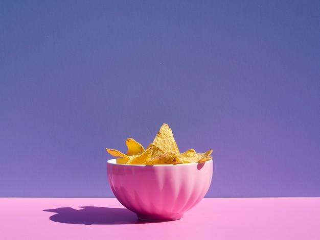 Arrangement mit tortilla in einer rosa schüssel Kostenlose Fotos