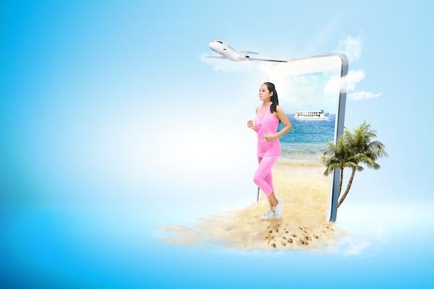 Asiatische sportliche frau, die auf dem strand läuft Premium Fotos