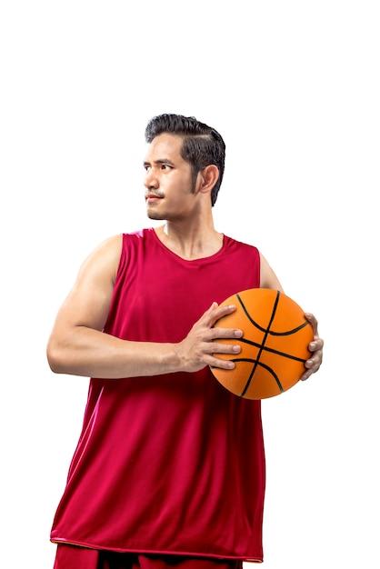 Asiatischer mannbasketballspieler, der die kugel anhält Premium Fotos