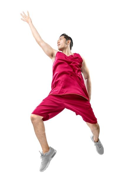 Asiatischer mannbasketballspieler springen in die luft Premium Fotos