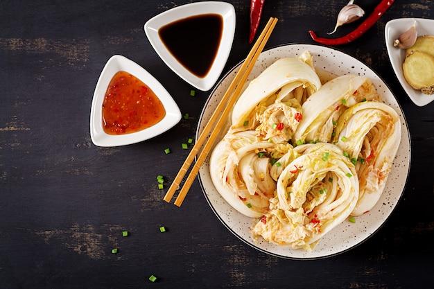 Asiatischer traditioneller gegorener kohl Premium Fotos