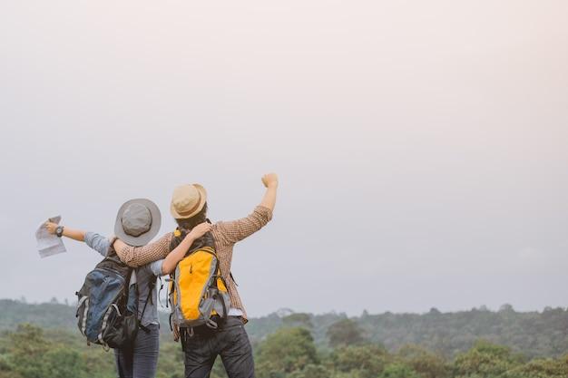 Asiatisches abenteuer, reise, tourismus, wanderung und leutekonzept Premium Fotos