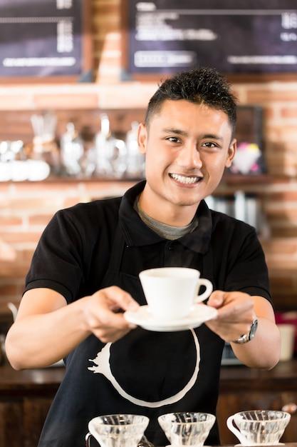 Asiatisches barista-angebotschale brühkaffee Premium Fotos