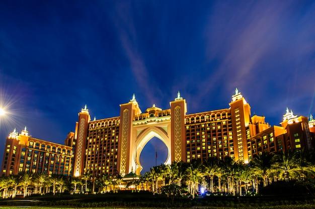 Atlantis hotel im dezember in dubai, vereinigte arabische emirate. atlantis the palm ist ein luxuriöses 5-sterne-hotel auf einer künstlichen insel Premium Fotos