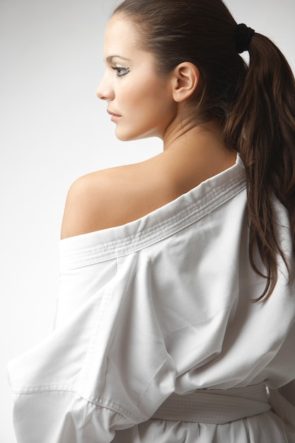 Attraktive junge sexy frauen in einem kimono Premium Fotos