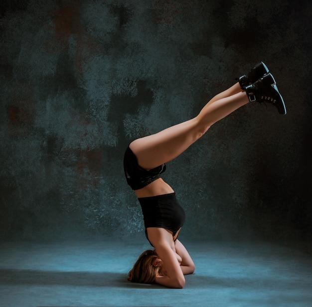 Attraktives mädchen tanzt twerk Kostenlose Fotos