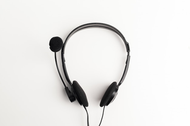 Audio-headset auf dem tisch Premium Fotos