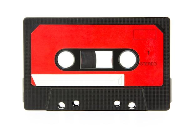 Audiokassette getrennt auf weiß Premium Fotos