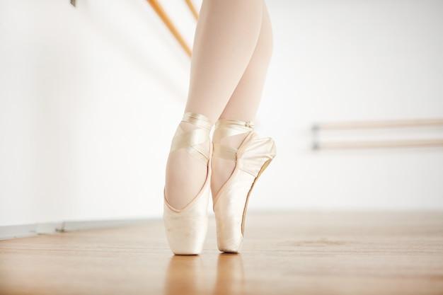 Auf zehen tanzen Kostenlose Fotos
