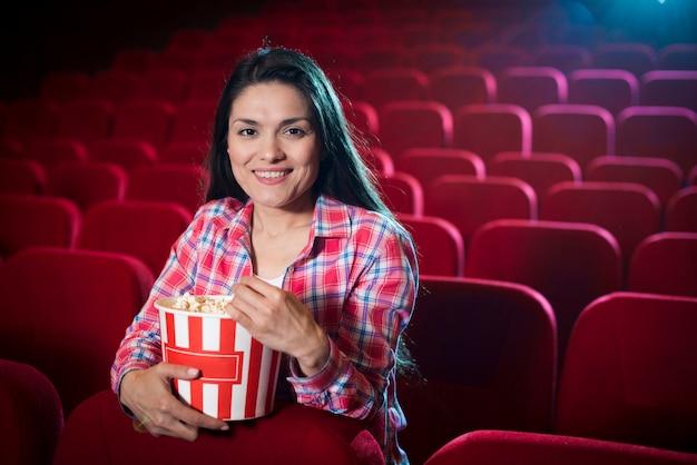 Aufpassender film der frau im kino Kostenlose Fotos