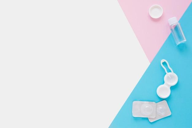 Augenpflegeprodukte auf buntem hintergrund mit kopienraum Kostenlose Fotos