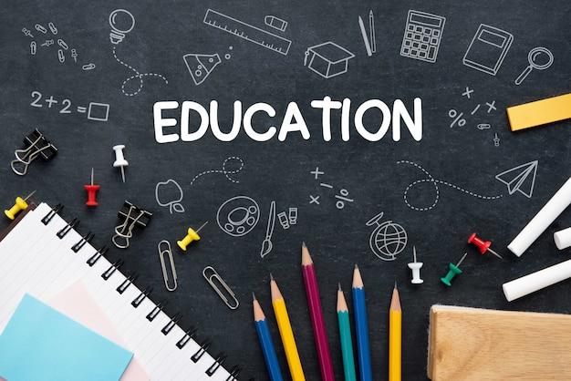 Ausbildungshintergrund mit buntem briefpapier Premium Fotos