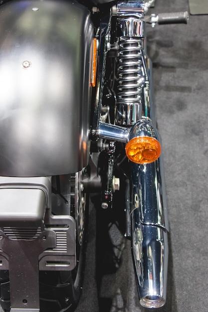 Auspuffrohr und rückseite, die orange glühlampe drehen Premium Fotos