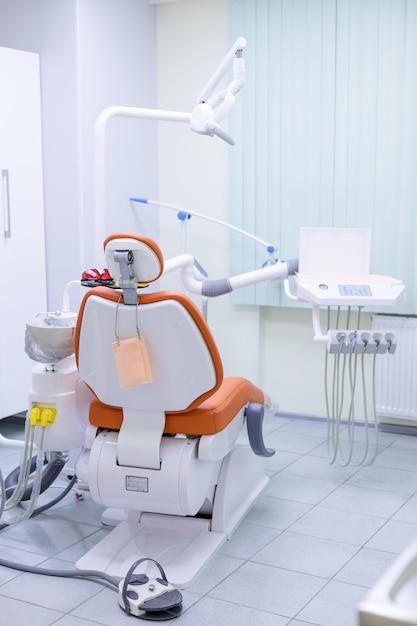 Ausrüstung und zahnärztliche instrumente in der zahnarztpraxis Premium Fotos
