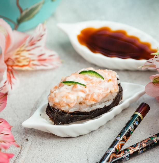 Auster mit gemüsepüree und soße Kostenlose Fotos