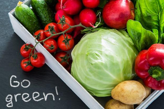 Auswahl an frischem gemüse vom bauernmarkt Premium Fotos