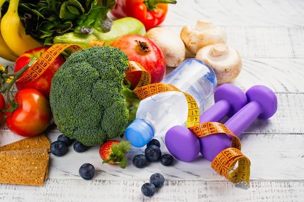Auswahl an gesundem obst und gemüse Premium Fotos