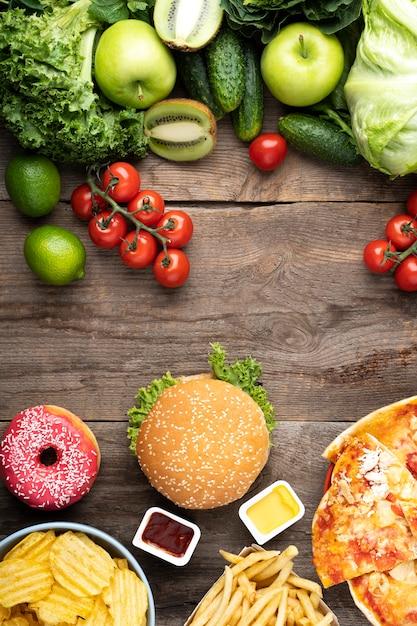Auswahl an gesunden und ungesunden lebensmitteln Kostenlose Fotos