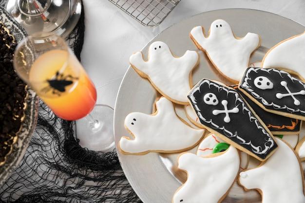 Auswahl an leckereien für halloween auf dem tisch Kostenlose Fotos