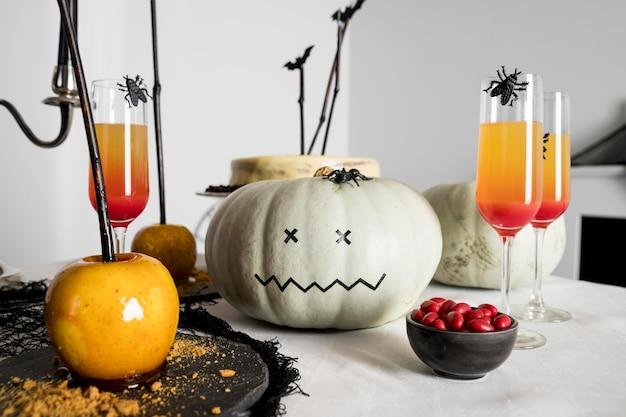 Auswahl an leckereien und dekorationen für halloween Kostenlose Fotos
