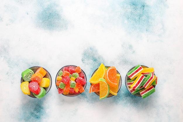 Auswahl an mehrfarbigen marmeladen. Kostenlose Fotos