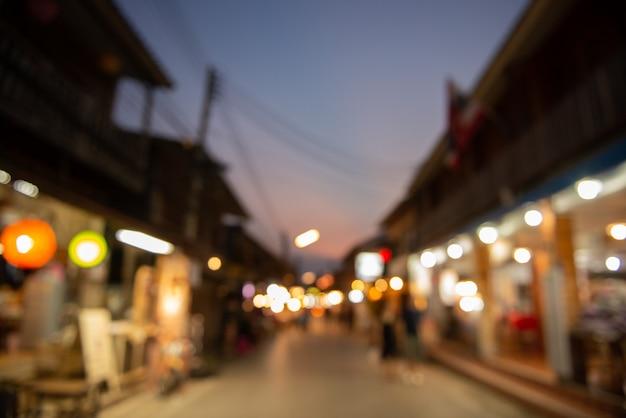 Auszug unscharfer nachtmarkthintergrund. Premium Fotos