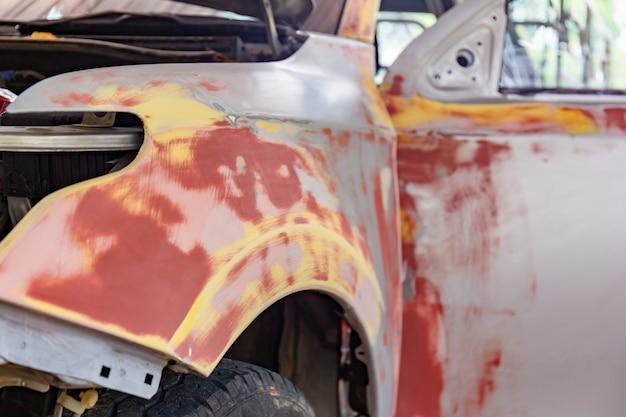 Auto für lackierung und reparatur vorbereitet Premium Fotos