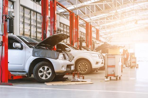 Auto in der reparaturstation und im karosseriebau Premium Fotos
