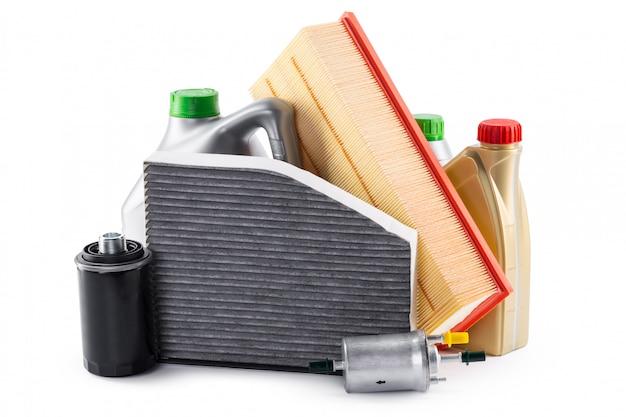 Autofilter und motorenöl können lokalisiert auf weiß Premium Fotos